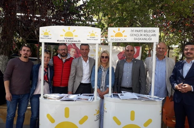 İYİ Parti Bilecik'te üye kaydı için stant kurdu