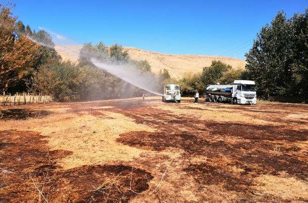 Edremit'te toprağın kendiliğinden yanması Belediye ekipleri, 45 dönümlük arazide kendiliğinden yanan toprağa su sıkarak yangını kontrol altına aldı