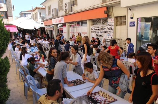 Söke'de Sokakta Satranç Oynadılar, İlgi Odağı Oldular
