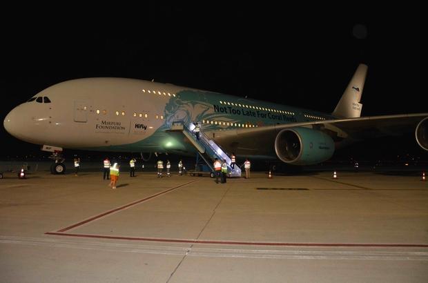 Türkiye'nin ilk ticari Airbus 380 uçuşu gerçekleşti İngiliz turistler ülkesine dönüyor Airbus 380 tipi yolcu uçağı Türkiye'deki ilk ticari uçuşunu Thomas Cook'un iflasını açıklamasının ardından İngiliz vatandaşlarının ülkesine dönmesini sağlamak için gerçekleştirdi.