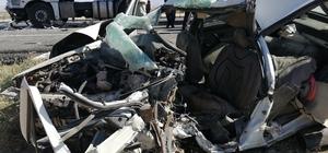 Otomobille tır çarpıştı: 3 ölü, 3 yaralı