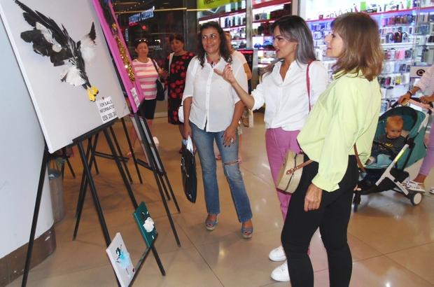 Tatile geldiği Marmaris'ten dönemeyen Kazak sanatçı sergi açtı