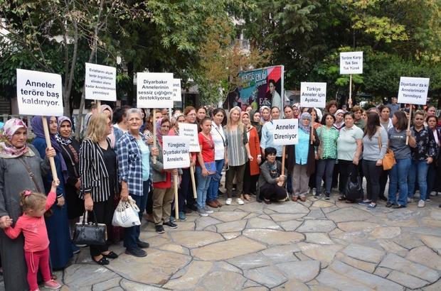 Diyarbakır Annelerine Muğlalı annelerden destek Muğla Sivil Toplum Teşekküllerine bağlı STK'ların kadın üye ve yöneticileri tarafından Diyarbakır annelerine destek açıklaması yapıldı.