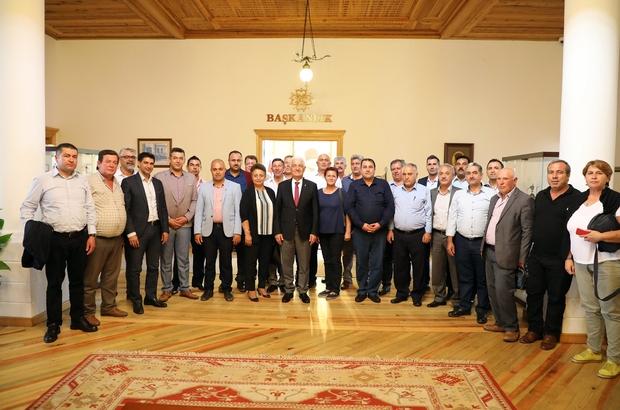Köyceğiz muhtarlarından Başkan Gürün'e ziyaret Köyceğiz Muhtarları tam kadro Muğla Büyükşehir Belediye Başkanı Dr. Osman Gürün'ü ziyaret etti.