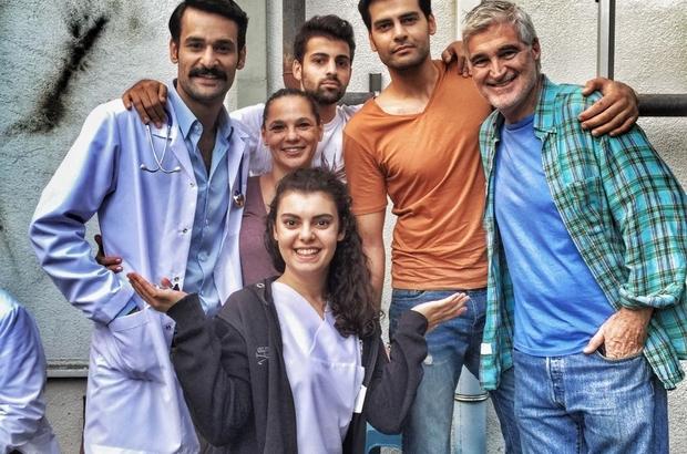 Erzurum'da kahkaha tufanı Yapım şirketinin aynı zamanda Erzurumlu olan sahibi Bülent Durgun, bir kahkaha tufanına dönüşecek olan yeni sinema filminin çekimlerine çok yakında başlıyor