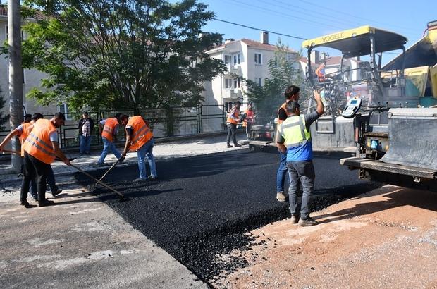 İnegöl'de sıcak asfalt çalışmaları devam ediyor
