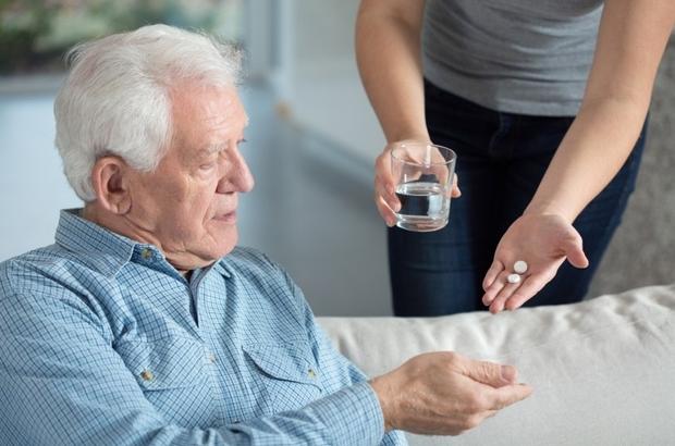 Bilim insanları vitamin ve diyetleri araştırdı Kalp sağlığı için vitamin kullanımı şart mı? Kardiyoloji Uzmanı Prof. Dr. Alpay Turan Sezgin, bazı vitamin ve minerallerin birlikte kullanımının, düşünülenin aksine fayda yerine zarara neden olduğunu gösterdiğini belirtti