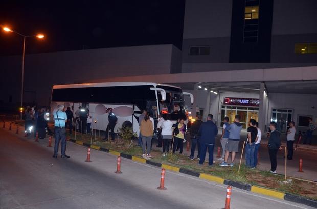 Psikolojik sorunu olan yolcunun krizi tuttu, otobüs rota değiştirdi Hasta 112 ekiplerini kabul etmeyince yolcu otobüsü polis nezaretinde hastaneye direksiyon kırdı