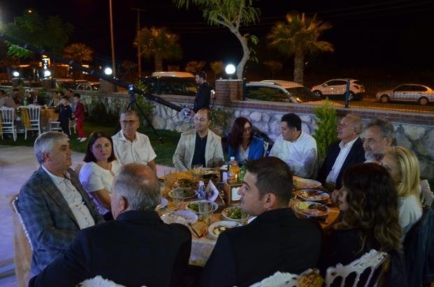 Didim'in yerlileri 'Rumeliler Gecesi'nde buluştu Geceye CHP'li eski vekiller Çandar ile Demir birlikte şarkı söyledi