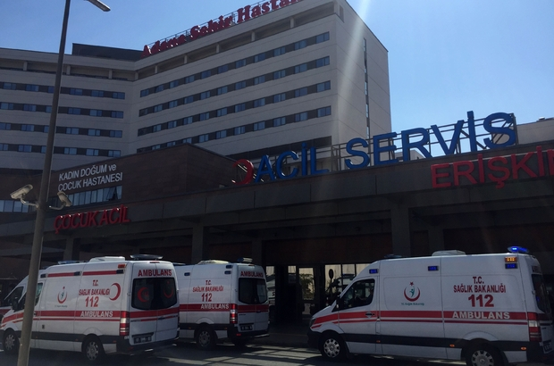 Kadının kocası tarafından kamyonetten atıldığı iddiası Adana'da 4 çocuk annesi bir kadın, kocasının kendisini kamyonetin kasasından attığını ileri sürdü Koca ise eşini kendisinin atmadığını, kasadan düştüğünü öne sürdü
