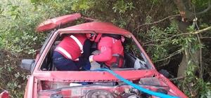 Hatalı sollama ve sis ölüm getirdi Balıkesir'de hatalı sollama sonucu şarampole uçan otomobildeki 1 kişi hayatını kaybetti, 1 kişi de yaralandı
