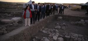 Sivas'ta kayıp Hitit kentleri aranıyor Sivas'ın Yıldızeli ilçesinde bulunan ve 3 bin 800 yıllık yerleşim yeri olarak bilinen Kayalıpınar diğer bir adıyla Samuha'da, kazı çalışmaları devam ediyor