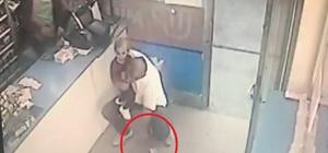 Vatandaşın düşürdüğü parayı böyle alıp cebine koydu O anlar güvenlik kamerasına yansıdı