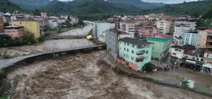 Selin önüne geçecek 'baraj' Selde 2 kişinin hayatını kaybettiği ilçeye dev baraj inşaatı 158 milyon liralık yatırımla yapılacak baraj sayesinde, bu yıl 2 kere sele maruz kalan Terme ilçesi de kurtulacak