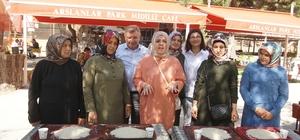 Pirincin taşını ayıklamak için kıyasıya yarıştılar Osmancık Pırlanta Pirinç Festivali kapsamında pirinçten taş ayıklama yarışması düzenlendi Renkli görüntülere sahne olan yarışmada katılımcılara pirinç hediye edildi