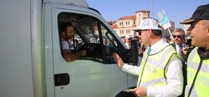 """Sivas'ta etkinlikleri """"Yaya Geçidi Nöbeti"""" farkındalık etkinlikleri Sivas ve ilçelerinde protokolün de katılımı ile """"Yaya Geçidi Nöbeti""""  farkındalık etkinliği düzenlendi"""