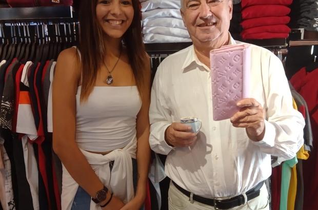 AYOP Başkanı Çolak'dan örnek davranış Yerde bulduğu cüzdanı sosyal medyadan ulaştığı sahibine teslim etti
