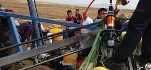 Kabak makinesine ayağı sıkışan çiftçi itfaiye ekiplerince kurtarıldı