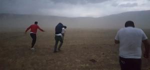 (Özel) Bitlis'te korkutan fırtına Belde ve belde sakinleri toz bulutu arasında bir anda kayboldu