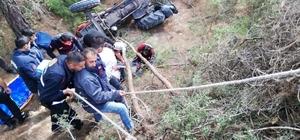 Traktörle 15 metreden uçtu, yaralı olarak kurtuldu Kontrolden çıkan traktör 15 metrelik uçurumdan yuvarlandı