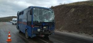 Sivas'ta cezaevi nakil  aracı devrildi: 10 yaralı