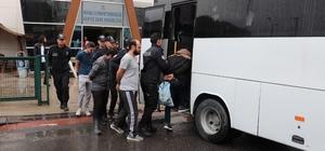 Kuş serisi otomobillere dadanan 11 kişilik çete Kocaeli'de çökertildi 3 yılda 42 araç çalan çete üyesinin lideri, cezaevinden çıkarken gözaltına alındı Yıllar önce çalınan araçlarına kavuşan vatandaşlar polise teşekkür etti