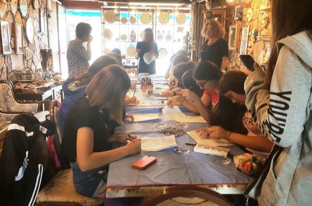 Burhaniye'de Alman öğrenciler çini sanatını öğrendi