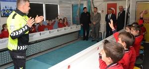 Öğrenciler eğlenerek trafik eğitimi aldı Mobil trafik eğitim tırı Balıkesir'de
