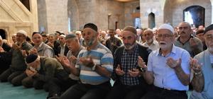 Mehmetçik için eller semaya açıldı