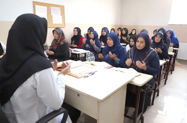 Mehmetçik için Kuran-ı Kerim okudular, dua ettiler Mehmetçiğin muzaffer olması için Fetih Suresi okudular