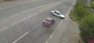 Trafik kazası şehir polis kamerasına yansıdı