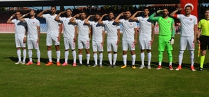 Isparta'daki BAL maçından Mehmetçik'e selam Bölgesel Amatör Lig: Isparta 32 Spor: 2 - Yatağanspor: 1
