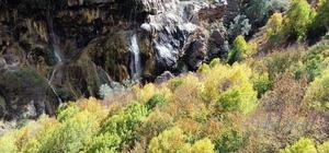 Dipsizgöl şelalesi büyülüyor Dipsizgöl şelalesi Hazan mevsiminde güzelliği ile ziyaretçilerini büyülüyor