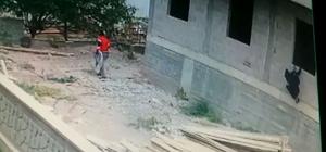 Güvenlik kamerasına yakalanan hırsızlık şüphelileri kovalamaca sonucu yakalandı Aksaray'da güvenlik kamerasına yakalanan inşaat hırsızları polisle yaşanan kovalamacanın ardından yakalandı
