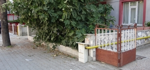 Isparta'da düştüğü apartman bahçesinde öldü Gece meydana geldiği tahmin edilen olayı ev sahipleri sabah fark etti