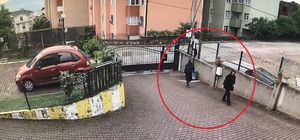 PTT Kocaeli Başmüdürünün evine giren kadın yakayı ele verdi Kadınların hırsızlık anları güvenlik kamerasına yansıdı