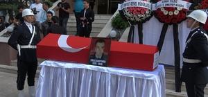 Alkollü araç sürücüsünün şehit ettiği polis için tören düzenlendi 49 yaşındaki şehit polis memuru görev yaptığı emniyet müdürlüğüne son defa getirildi Şehidin cenaze töreninde gözyaşları sel oldu
