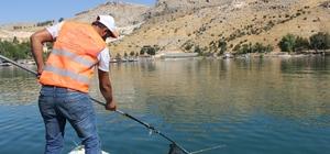 Büyükşehir Fırat Nehri'ni temizliyor