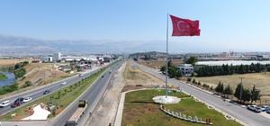 Barış Pınarı Harekatı'na bayraklı destek Kahramanmaraş'ta Dulkadiroğlu Belediyesi ilçenin güney ve kuzeyindeki direklere dev Türk bayrağı astı