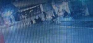 Bir kişiyi kafasından bir kişiyi sırtından vurdu Konya'da bir kişinin kafasından bir kişinin ise sırtından vurulma anı güvenlik kamerasına yansıdı