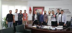 Beşiktaşlı taraftarlar belediye başkanını ziyaret etti