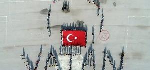 Öğrencilerden Mehmetçik için 'Selam olsun şanlı ordumuza' temalı 'Vatan' koreografisi Bedenleriyle 'Vatan' yazarak, Barış Pınarı'na Türk Bayrağıyla selam gönderdiler