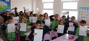 Öğrencilerden Mehmetçiklere duygu dolu mektup İlkokul öğrencilerinden Avrupa'ya inat asker selamı