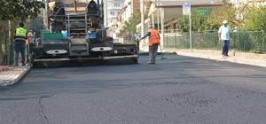İzmit'te asfalt seferberliği hız kesmeden devam ediyor