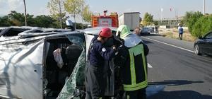 Denizli'de trafik kazası: 4 yaralı Kontrolden çıkan araç orta refüje çıkıp elektrik direği ve ağacı devirdikten sonra devrildi