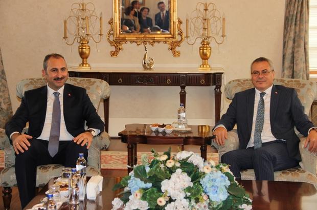 """Bakan Gül: """"Manisa'da yetişen şehzadeler buradan tüm dünyaya adalet dağıtmış"""" Adalet Bakanı Abdulhamit Gül, Manisa Valiliğini ziyaret etti"""