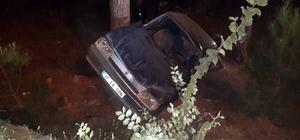 Yoldan çıkan otomobil ağaca çarptı: 2 yaralı