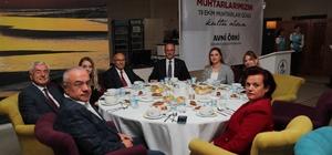 Pamukkale Belediyesi muhtarlarla buluştu Başkan Örki ve davetliler Barış Pınarı Harekatı'nı destek amacıyla asker selamı verdi