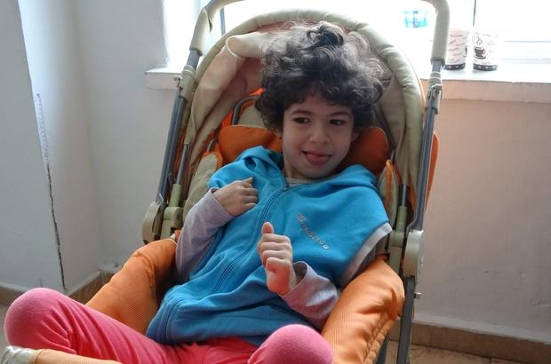 Dişi çekildikten sonra sinüs kanseri olduğu anlaşıldı Yürüme ve konuşma engelli 9 yaşındaki Elif'in dramı hiç bitmiyor Üst damağında şişkinlik nedeniyle  diş  apsesi sanılan minik Elif'in yapılan tetkiklerde sinüs kanseri olduğu ortaya çıktı Aile kızlarının tedavi masrafları için hayırsever vatandaşlardan yardım bekliyor