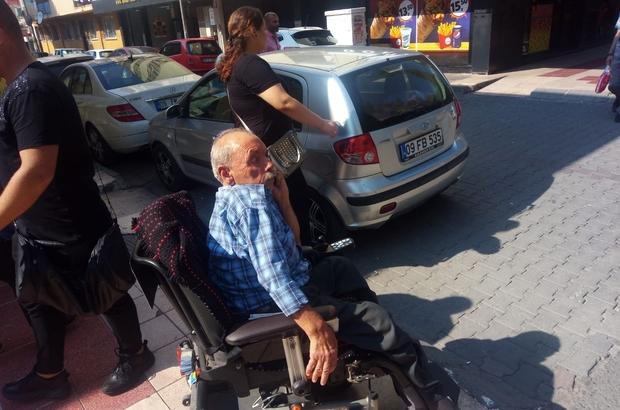 Engelli vatandaş, duyarsız sürücünün park ettiği araç nedeniyle mahsur kaldı